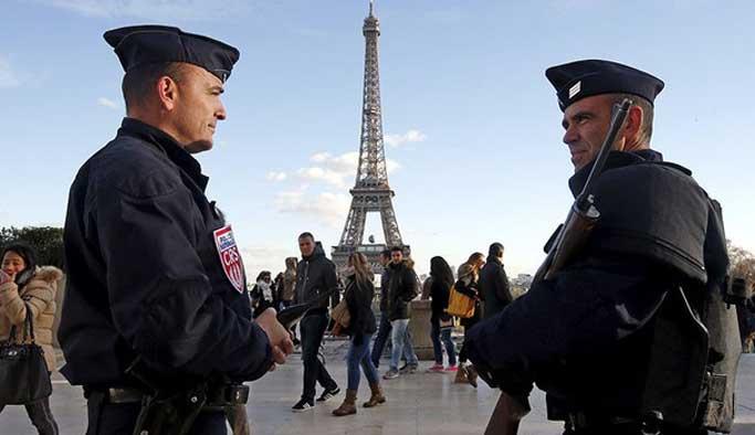 Fransa 10 aylık OHAL'de 300 kişiyi tutukladı
