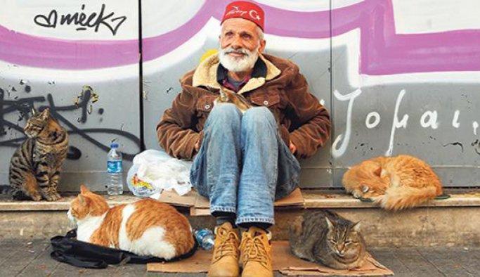 Güfteci Süleyman Akova vefayı kedilerde buldu