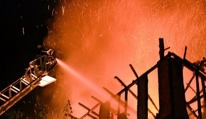 GÜNCELLEME - Safranbolu'da tarihi konak yandı