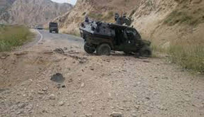 Hakkari'de patlama: 3 asker yaralandı