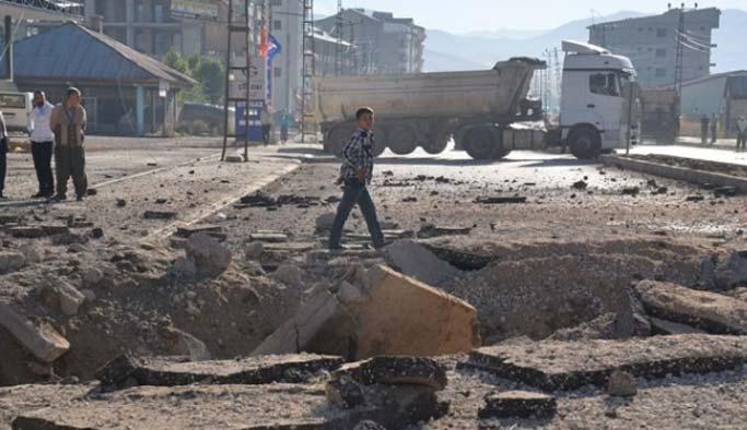 Hakkari'de polis aracına bombalı saldırı