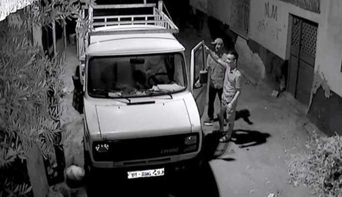 Hırsız, kamerayı görünce dansa  başladı