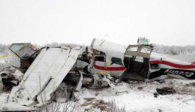 İki uçak havada çarpıştı