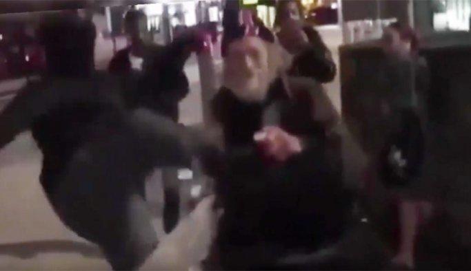 İngiliz gençler yaşlıları dövüyor, dalga geçiyor VİDEO