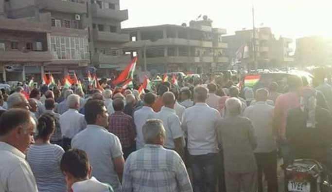Kamışlı'da yüzlerce Kürt PYD'ye karşı yürüdü