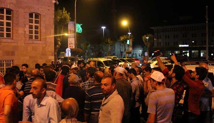 Konyalılar ikinci kez 'darbe oluyor' diye sokağa döküldü
