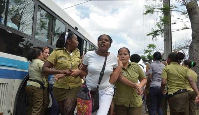 Küba'da öğrencilerinden ABD protestosu
