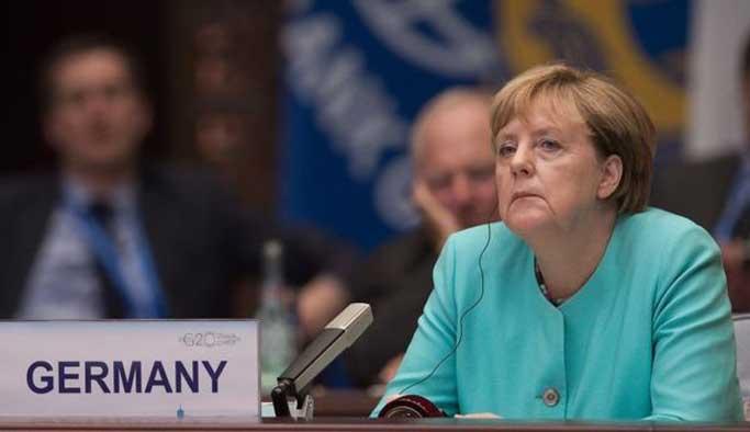 Merkel aşırığı sağcıların bile gerisine düştü