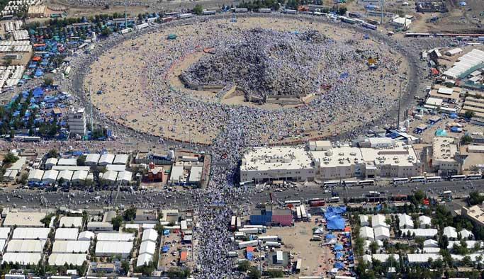 Milyonlarca hacı adayı Arafat Vakfesi'nde
