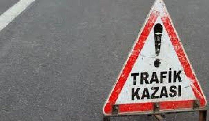 Otomobil servis minibüsüyle çarpıştı: 12 yaralı