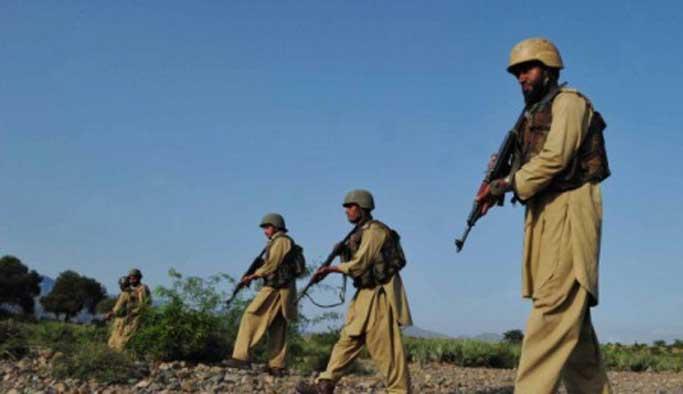 Pakistan'da komutanlara saldırı