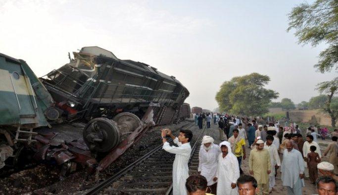 Pakistan'daki tren kazasında 6 ölü 100'den fazla yaralı
