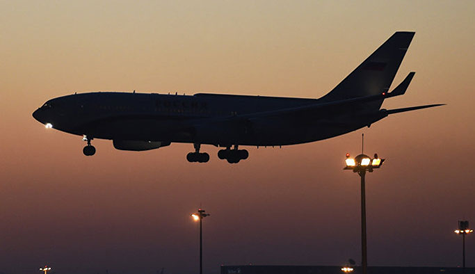 Rusya'dan beklenen uçak Antalya'ya indi