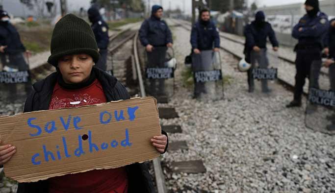 Sığınmacı çocukları hücrelere tıkamışlar