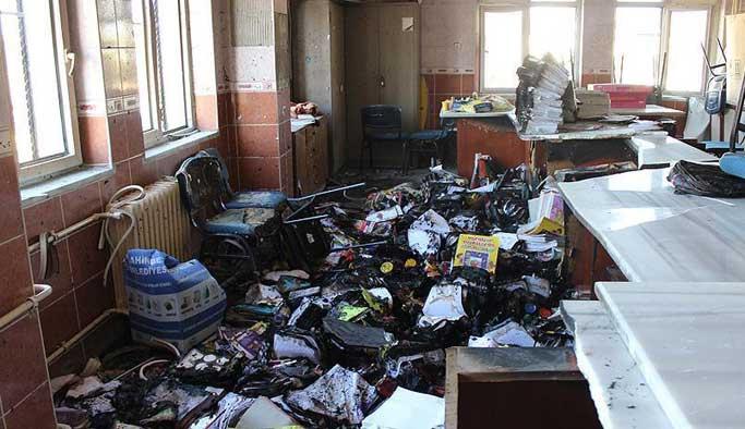 Terör örgütü okuldaki yardım malzemelerini yaktı