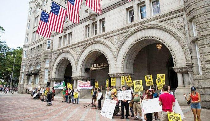 Trump'ın lüks oteli protestoların gölgesinde açıldı