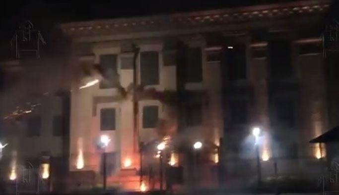 Ukrayna'da Rus büyükelçiliğine saldırı