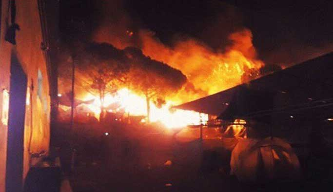 Yunanistan'da mülteci kampı yandı