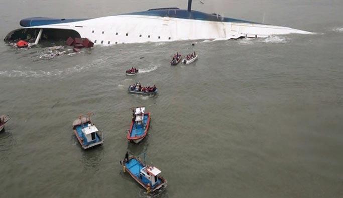 160 kişiyi taşıyan feribot battı, en az 30 ölü