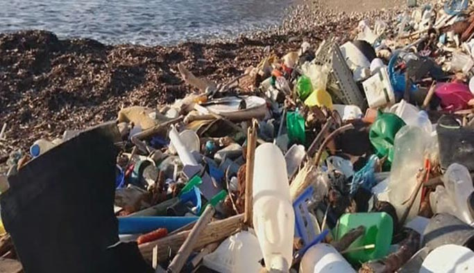 Akdeniz'den 500 ton çöp çıkarıldı