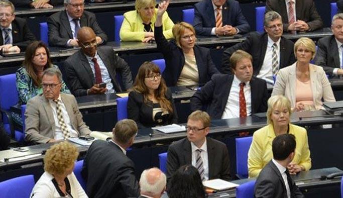 Almanya'da Türkiye'yi destekleyen vekile ceza
