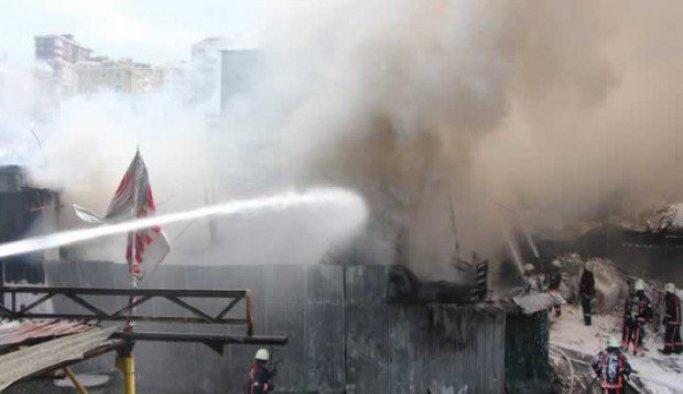 Bostancı Oto Sanayisinde  yangın
