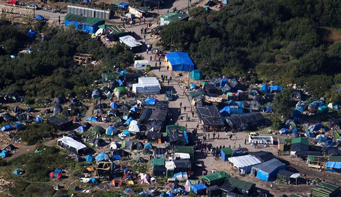Calais'ten ayrılmayan sığınmacılar gözaltında