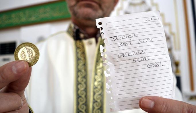 Cami cemaatini duygulandıran not