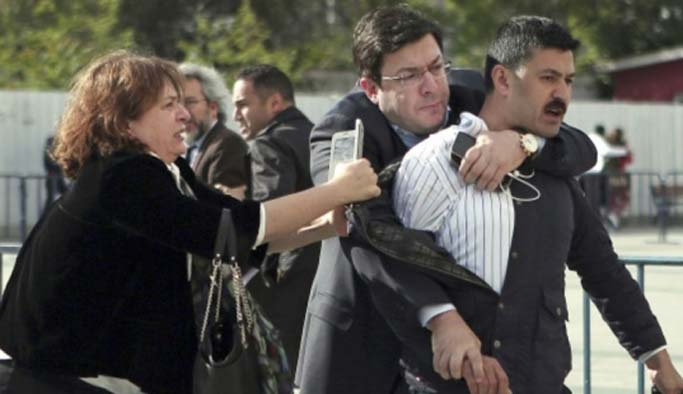 Can Dündar'a saldıran kişi serbest