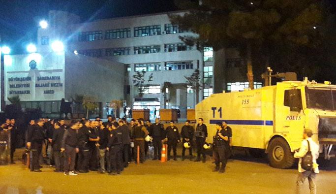Diyarbakır belediyesindeki arama sabaha kadar sürdü