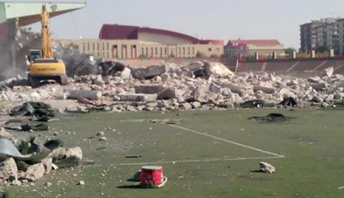 Diyarbakır'ın 56 yıllık tarihi stadına kazma vuruldu