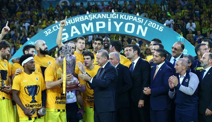 Fenerbahçelilere kupayı Erdoğan verdi