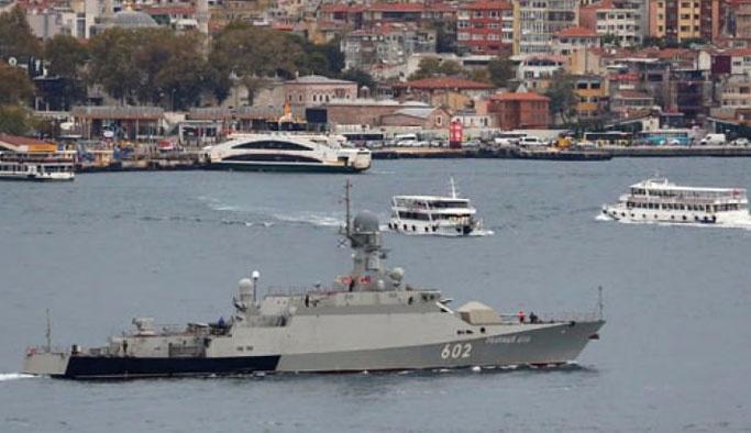 Füze yüklü Rus gemisi Boğaz'dan geçti