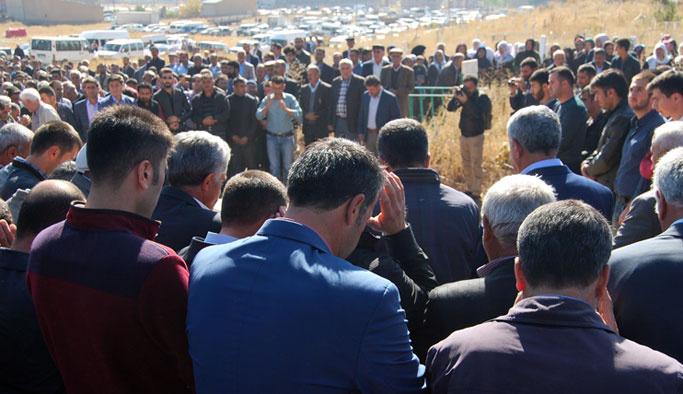 Yüksekova'da ölen 4 kişi dualarla toprağa verildi