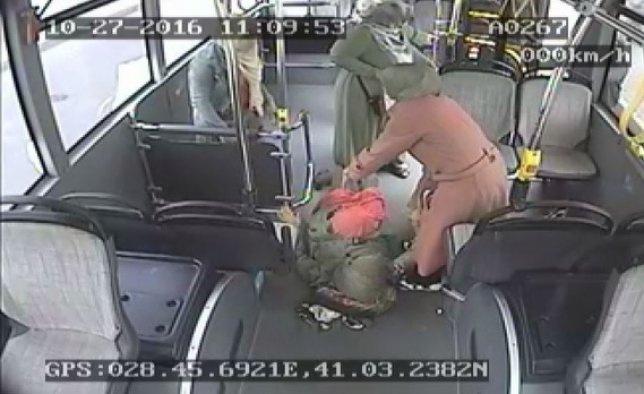 Halk otobüsünde doğum