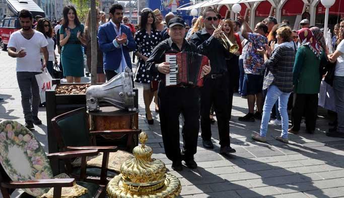 İstiklal Caddesi'nde Antika Festivali