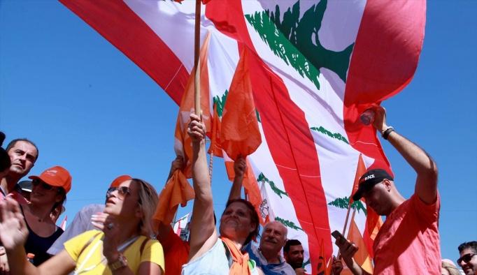 """Lübnan'da """"Suriye saldırısının kurbanları"""" anıldı"""