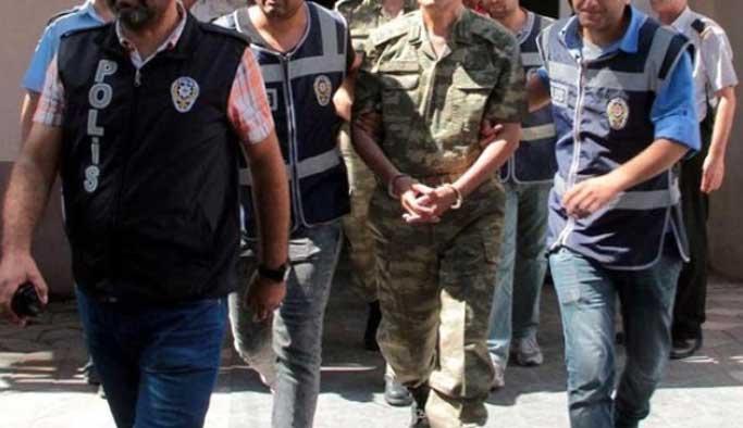 Rütbeli personellere operasyon, 120'si yakalandı