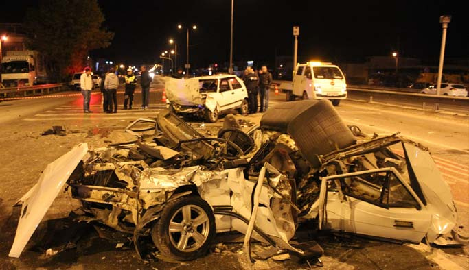 Sakarya'da zincirleme kaza: 3 ölü, 1 yaralı