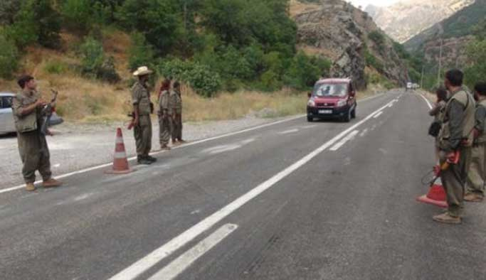 Teröristler Tunceli'de araç kaçırdı