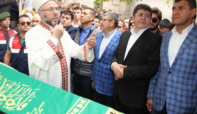 Tutuklu 'Boydak' anne cenazesine kelepçeli katıldı