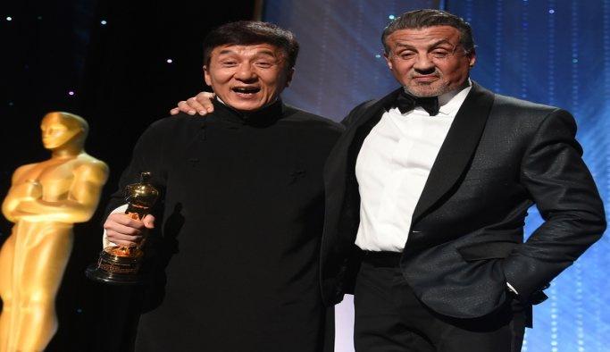 200 filmden sonra Jackie Chan'e ilk Oscar!