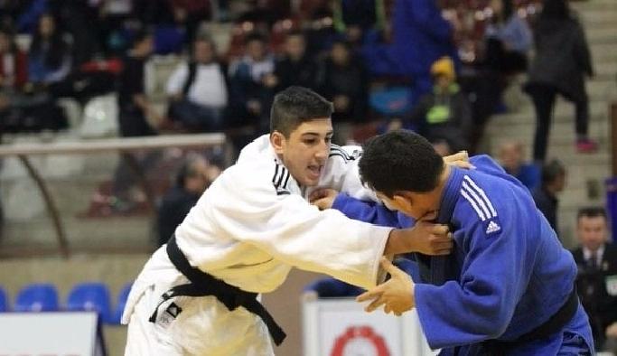 Antalya'da judo şenliği