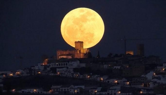 Ay'ı hiç bu kadar yakından görmediniz