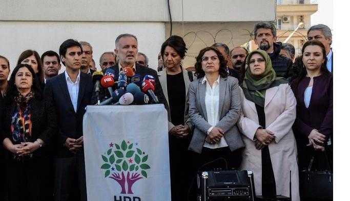 Çağrıları karşılıksız kalan HDP yeni arayışlarda