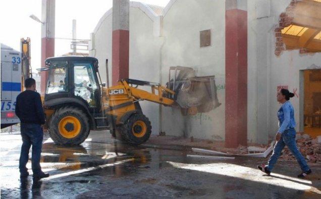 CHP'li belediye cemevine ait binayı yıktı