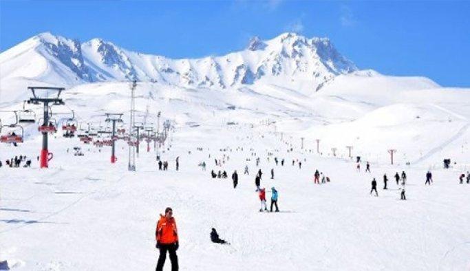 Erciyes'te kar yüz güldürdü