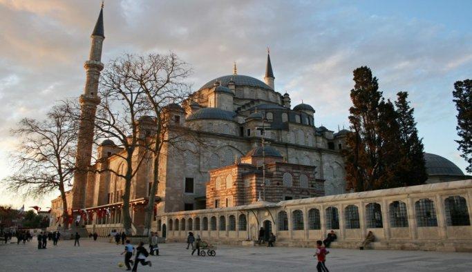 Fatih Camii haziresinden yer istedi