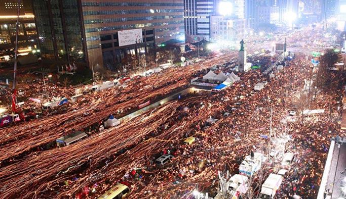 Güney Kore'de devlet başkanı pes etti