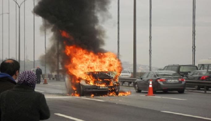 Konya'da malzeme yüklü minibüs yandı